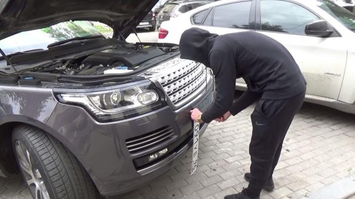 В Екатеринбурге инспекторы ГИБДД поймали водителя Range Rover, который 200 раз нарушил правила