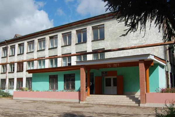 Школа находится в Куйбышевском районе