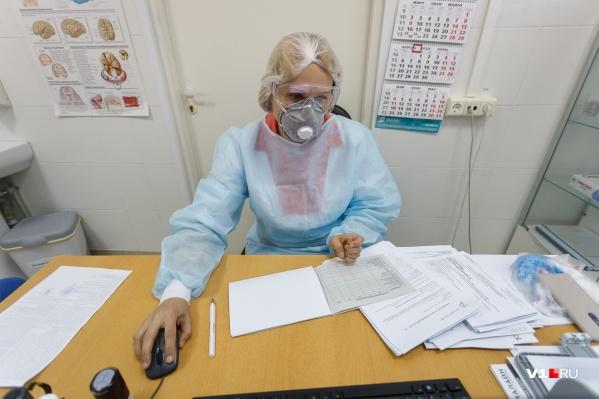 """За сутки из больниц выписали <nobr class=""""_"""">55 человек</nobr>"""