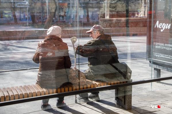 Пенсионерам настоятельно советуют выходить из дома только на три часа в день