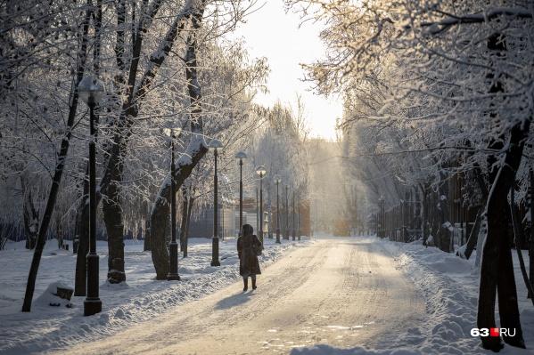 Вот уже неделю Самара из-за мороза похожа на сказочный лес. Но как же холодно!