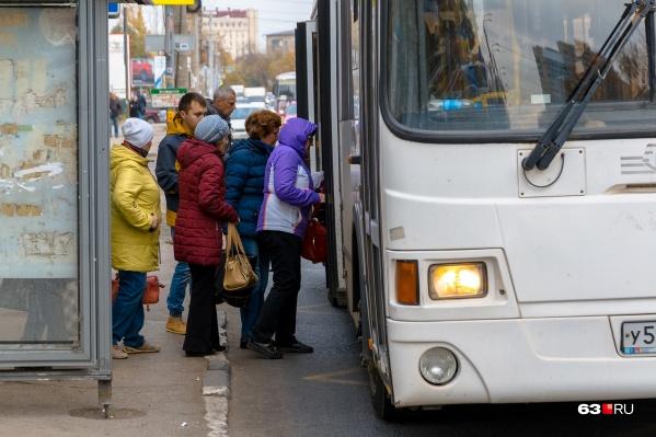 """Невакцинированным гражданам старше <nobr class=""""_"""">65 лет</nobr> в автобусах не рады"""