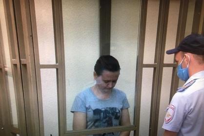 Подозреваемая в зале суда