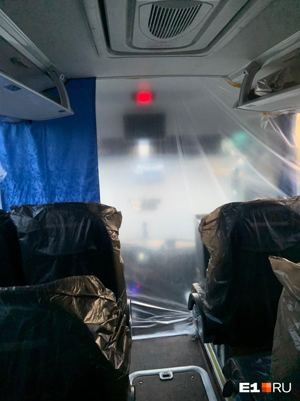 А вот как от туристов отгородился водитель автобуса