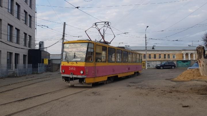 В Волгограде из-за забытой сумочки на полчаса остановили трамвай