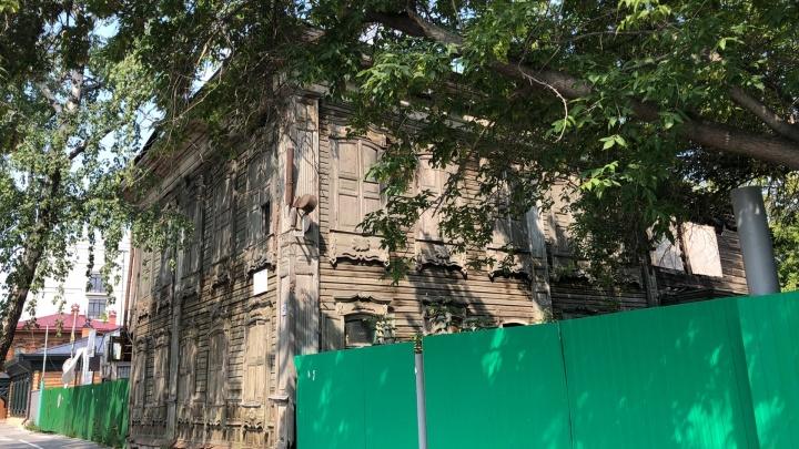 В центре Тюмени горел деревянный дом-памятник