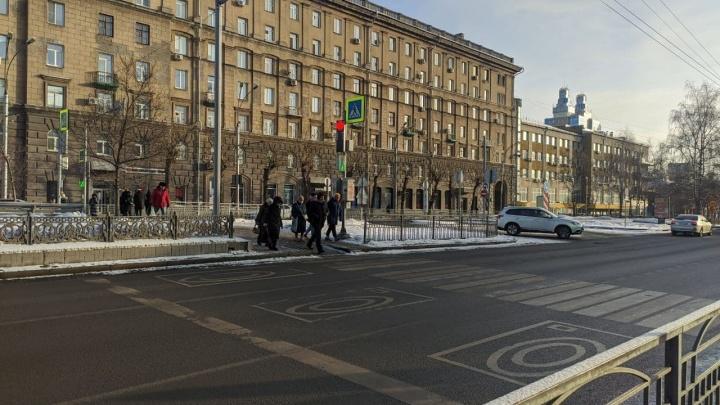 Иллюзия свободных дорог: как в центре Новосибирска издеваются над пешеходами в угоду автомобилистам