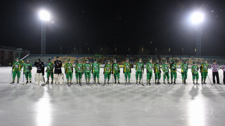 «Водник» обыграл «Мурмана» в матче чемпионата России по хоккею с мячом