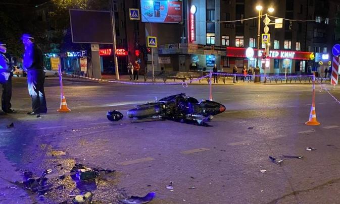 Следователи отпустили под подписку о невыезде водителя, из-за которого в центре Тюмени погиб байкер