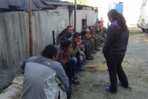 Полиция постоянно проверяет мигрантов, незаконно прибывших, штрафует и отправляет обратно на родину
