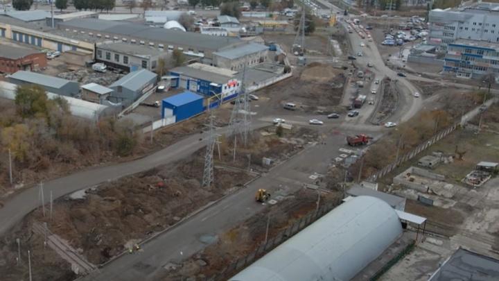 Тротуаров нет: подрядчикам реконструкции Заводского шоссе пригрозили штрафами