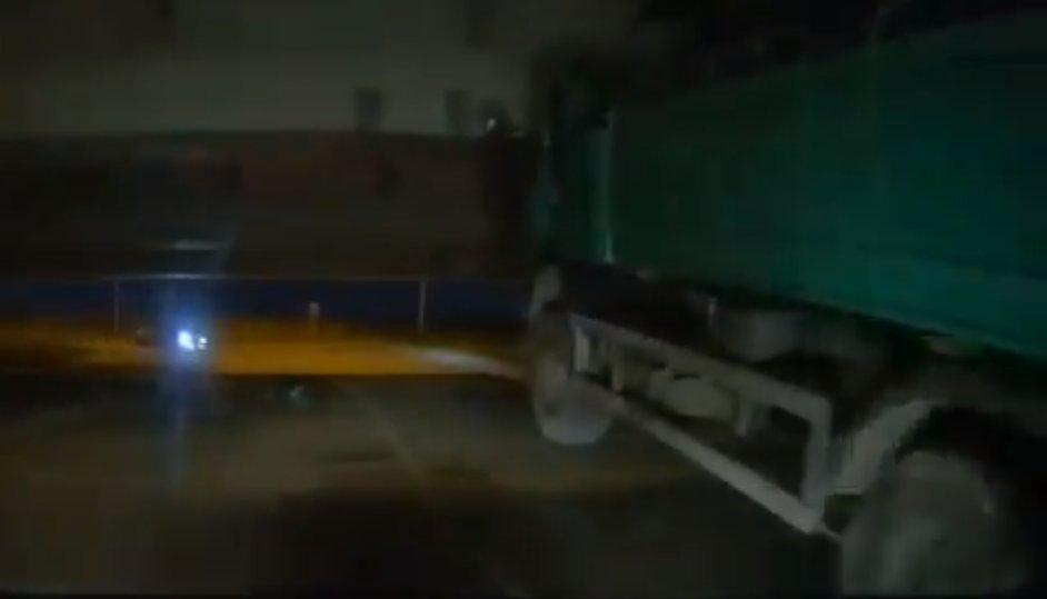 Скриншот из видео twitter.com/foolsbridge
