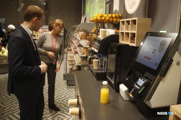 Новые «Пятерочки» пытаются быть уже не просто универсамами, но немного кофейнями тоже
