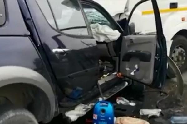 Пикап из Тюмени на полной скорости врубился в грузовик