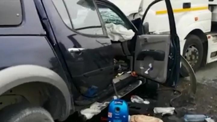 Родные братья из Тюмени разбились на трассе под Волгоградом: после столкновения с КАМАЗом один погиб