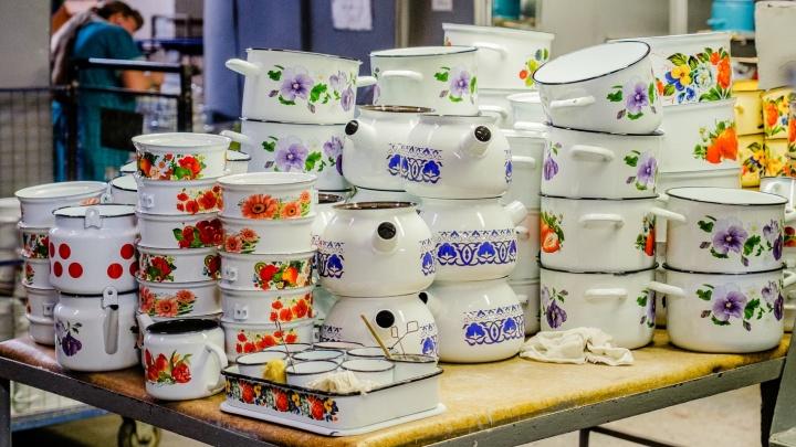 Эмалированную посуду начали делать первыми в стране, а недавно купили оборудование из «Списка Шиндлера». Репортаж с лысьвенского завода