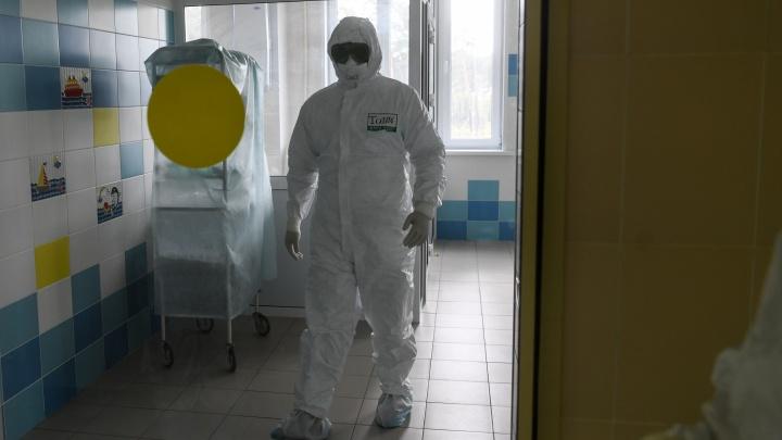 Путин наградил орденами и медалями свердловских медиков, которые борются с коронавирусом
