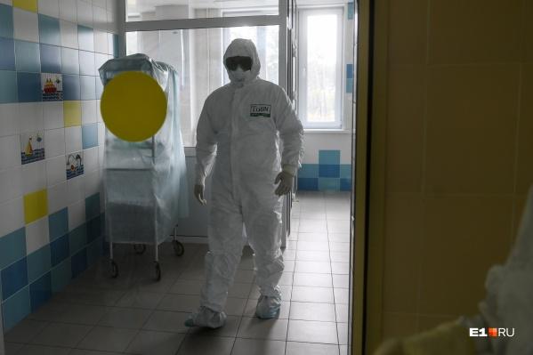 Президент наградил медиков, которые занимаются борьбой с коронавирусом, а также профилактикой распространения