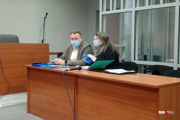 Юрий Уткин и его адвокат на заседании суда