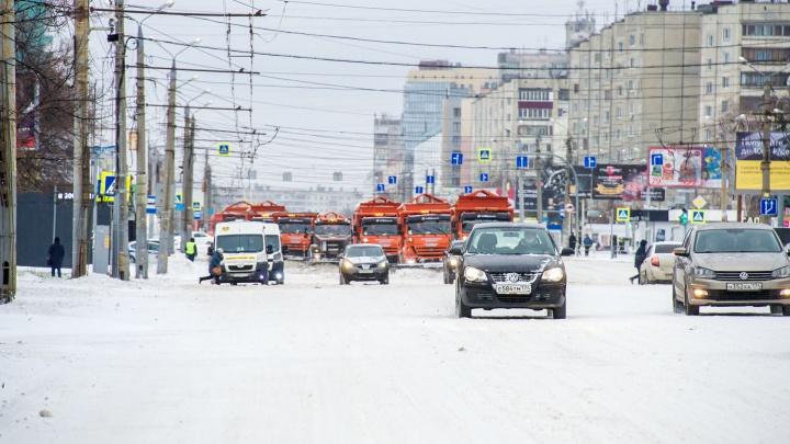 Челябинские дорожники вышли на работу в экстремальных погодных условиях