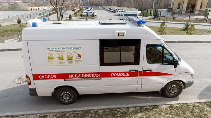 Не заметил: под Волгоградом автопогрузчик сбил работника распределительного центра