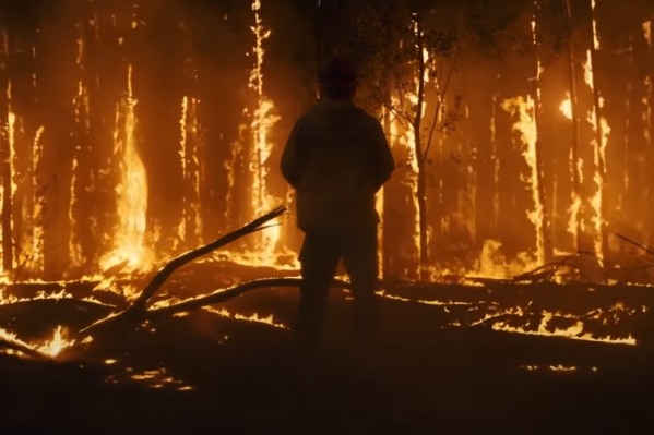 По сюжету бригада пожарных спасает деревню от пожара