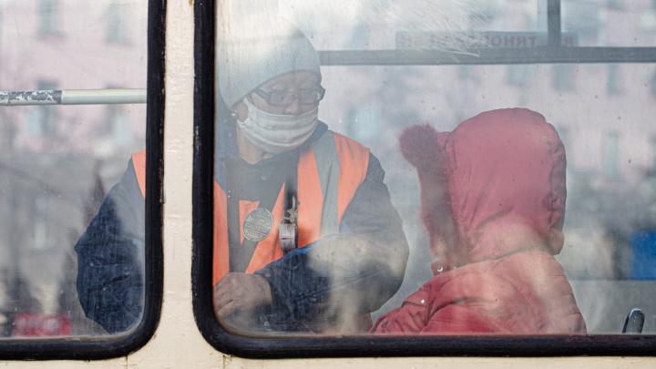 Челябинцы из-за пандемии стали меньше ездить в трамваях и троллейбусах