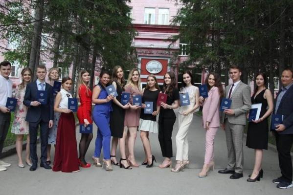 Выпускники факультета бизнеса НГТУ