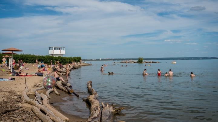 «Людей дома держать сложно»: губернатор предложил открыть пляжи при первой возможности