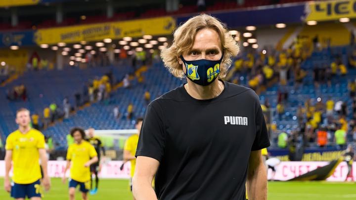 Карпина признали лучшим тренером сезона в РПЛ