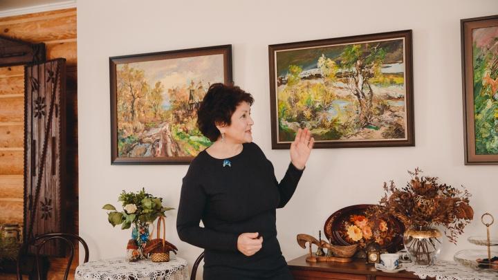 Дом с избой внутри и комнатой с джином: гуляем по жилому музею тюменки Зулейхи Алишевой
