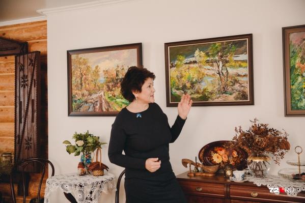 Знакомые художники дарят тюменке собственные картины для дома-музея