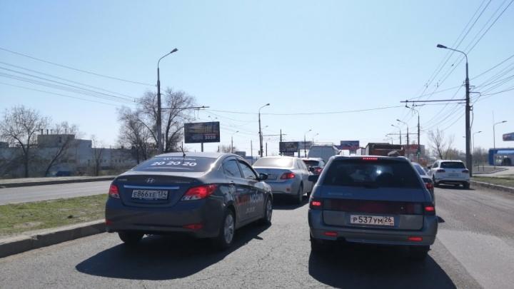 «Всех выпустили на работу?»: в Волгограде на проспекте Университетском выстроились утренние пробки