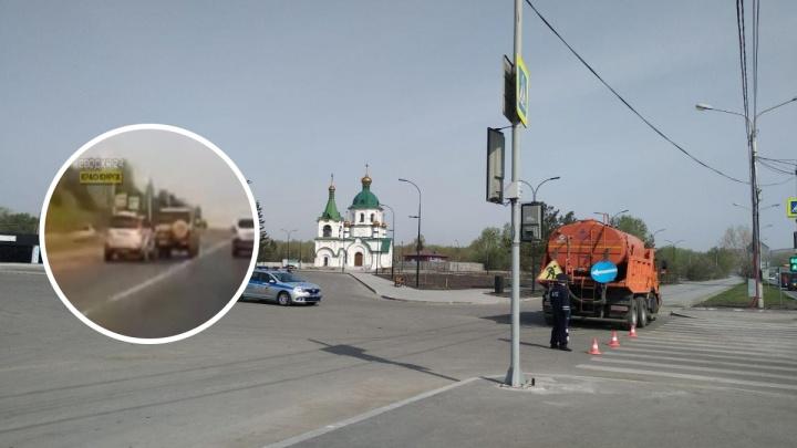 «Проскочили поворот на кладбище»: водитель Prado на скорости дважды ударил соседнее авто и скрылся