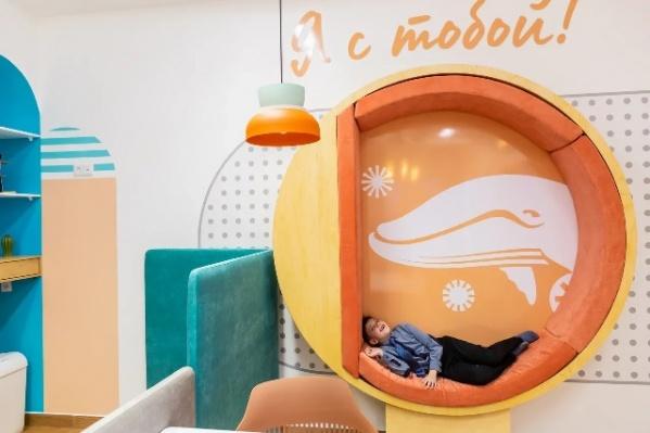 Слоган новой детской клиники — «Я с тобой». За ним большой&nbsp;бэкграунд — в стоматологии «Белый Кит» никогда не оставят ребенка наедине с его страхом и болью<br>