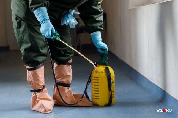 Медики утверждают, что одно из помещений больницы заставлено дезсредствами