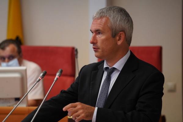 Виктор Жучков работал в департаменте много лет. Дослужился до директора