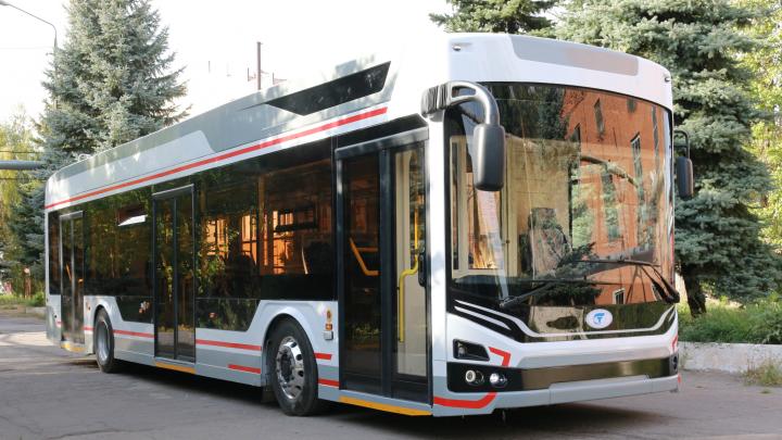 Мэрия Омска потратит полтора миллиона рублей на наклейки для новых троллейбусов