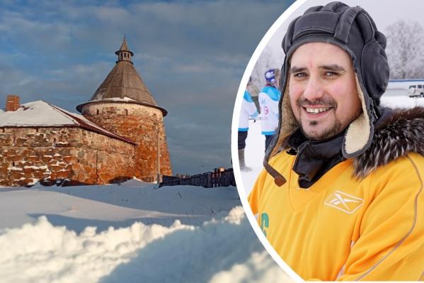 С 2016-го по 2019 год Евгений Тютюков работал главой поселения Соловки, а сейчас он — председатель муниципального совета и замдиректора по экскурсионному обслуживанию местного музея