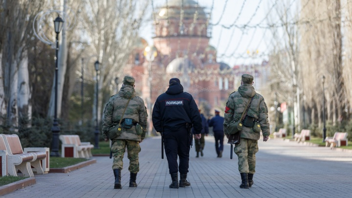 В Волгоградской области поймали 285 горожан, гулявших без масок, перчаток и уведомлений