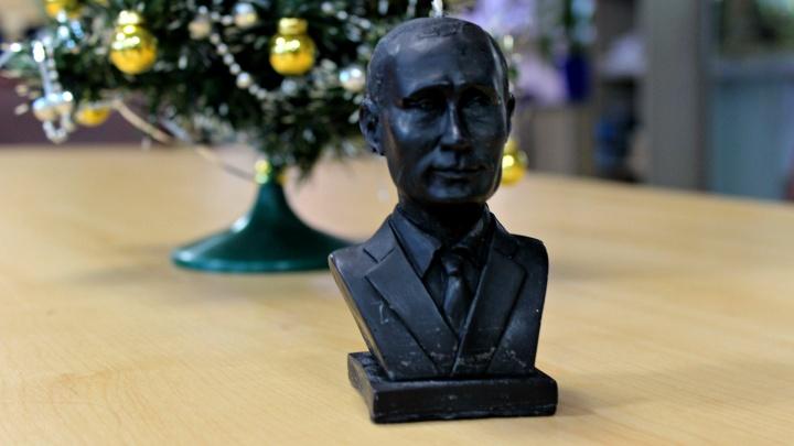 Подарки — огонь: на рождественскую ярмарку в Новосибирске привезли свечки и мыло в виде Путина