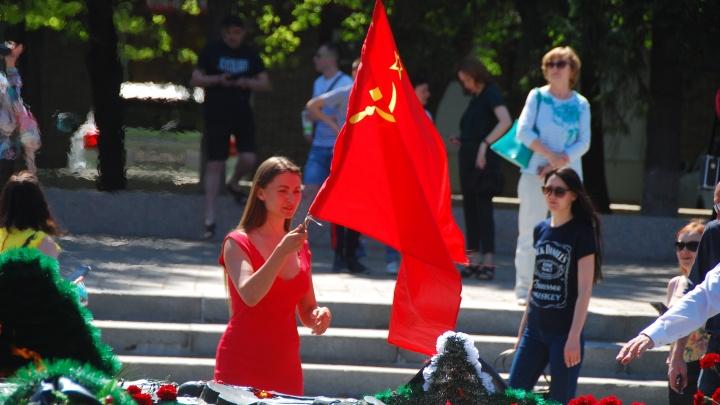 Как коронавирус (не) скомкал День Победы в Челябинске — в 20 фотографиях