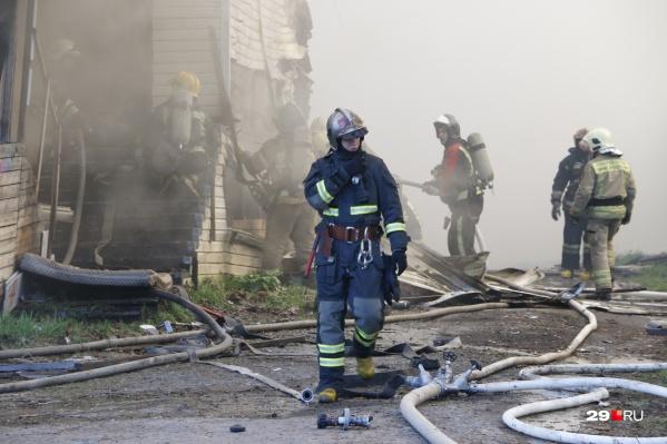 Пожар начался на первом этаже