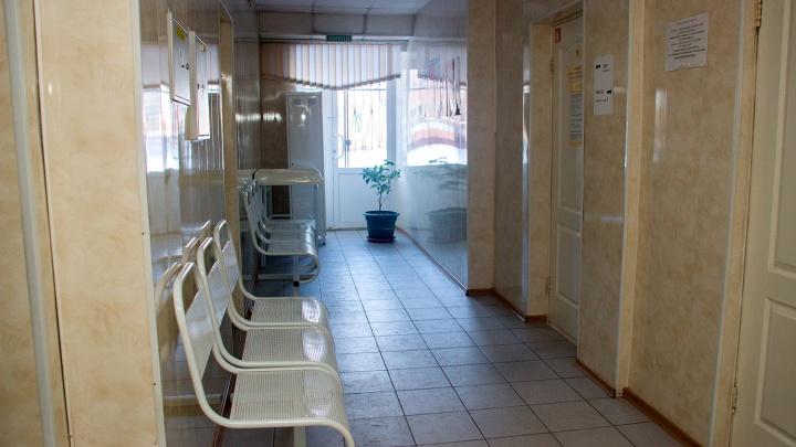 Губернатор заявил, что в Омской области заболел коронавирусом почти каждый пятый врач