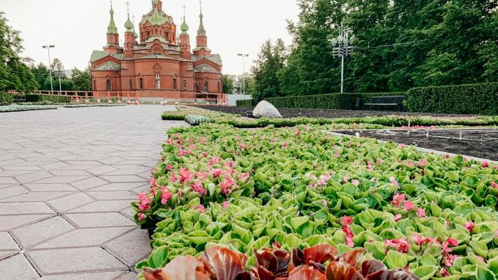 Чиновники объяснили, почему в середине июня в Челябинске пустуют клумбы