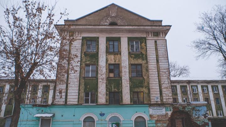 Власти хотели сохранить дом на Уральской, построенный по проекту Мейера. Но на днях там появилось объявление о сносе