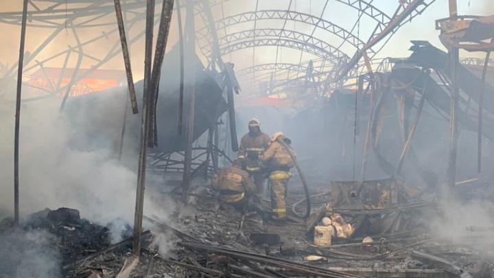 В Шахтах потушили пожар на центральном рынке