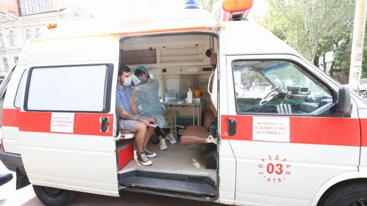 Прививки от гриппа сделали уже 210 тысяч ростовчан. В планах — 700 тысяч