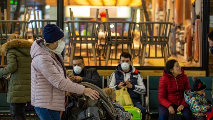 Пассажиров ночного рейса из Бангкока вместо карантинных обсерваторов внезапно развезли по домам