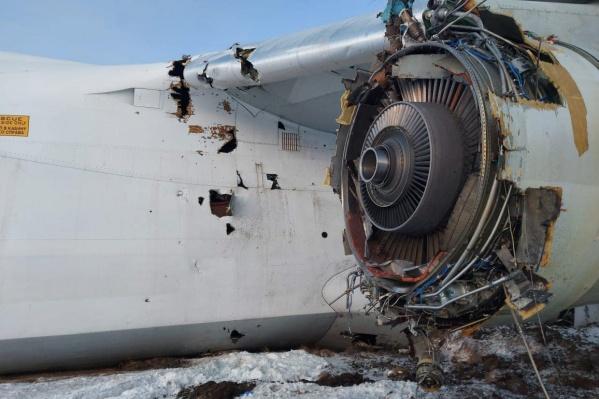 Самолет летел в Вену из Южной Кореи, в Новосибирске у него была техническая остановка. Внутри было 84 тонны груза